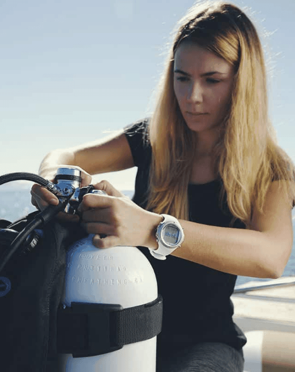 How to store Scuba Tanks with Suunto Dive Computer on wrist