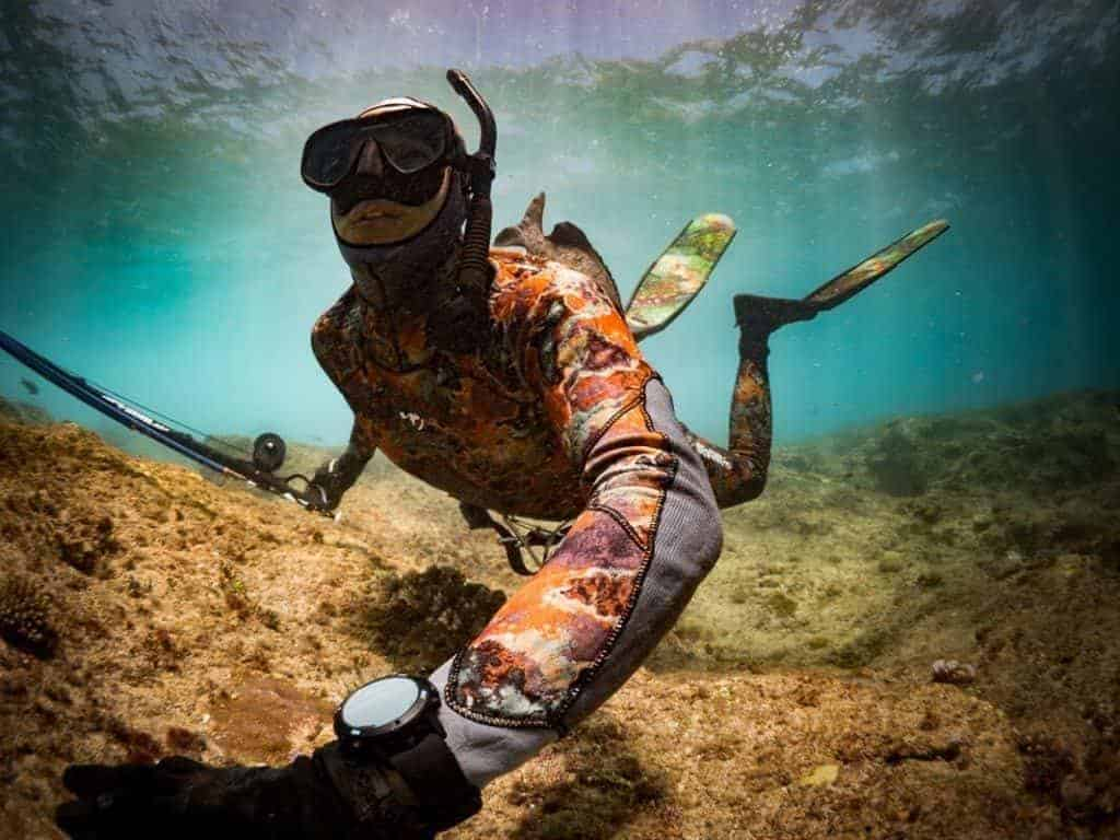 Spearfishing with Suunto D6i Novo Black Stealth Zulu