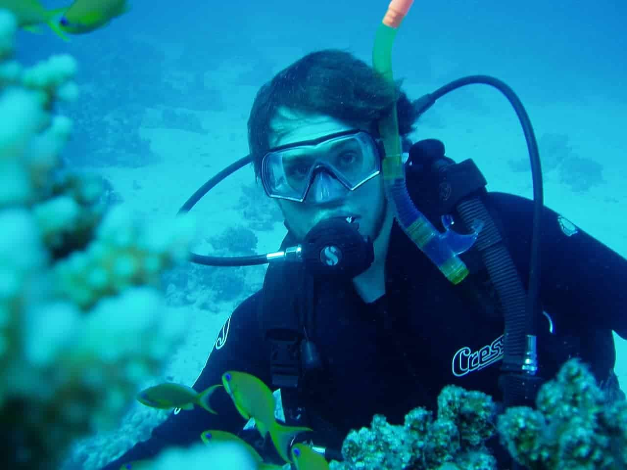 How to stop a diving mask from fogging up